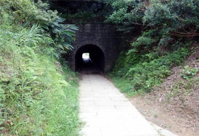 九份のトンネル